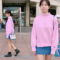 Nloua - Adidas Sweater, Denim Skirt, Skinny Dip Bag, Truffle Collection Pointed Boots - Pink princess ?