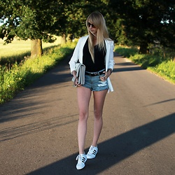 Diane Fashion -  - White coat ||| Adidas Superstar