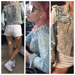 Stephanie Gold - Brandy Melville Usa Cutoff Shorts, Nike Special Field Air Force One, Karen Walker Silver Sunnies, I Made It Custom Jacket - Brunch vibes