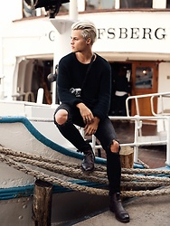 Kevin Elezaj - Selected Homme Boots, Urban Outfitters Jeans, H&M Sweater - Sailor feelings
