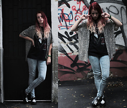 Sofi B. - Vintage Leopard Shirt, C&A Blue Skinny Jeans, Boohoo Black And White Creepers, Alice Cooper Band Tee - MUST BELIVE IN SOMETHING