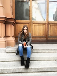 Liva Bambale - Asos Black Ankle Boots, H&M Blue Ripped Jeans, H&M Checked Oversized Blazer, Zara Black Clutch Bag - Coffee date ?