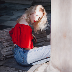 Anna Jaroszewska - Zara Off Shoulder Top, Reserved Mom Jeans - RED + DENIM