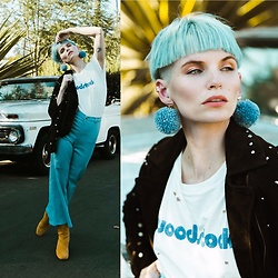 Olivia Hargrove - Daydreamer La Woodstock Tee, Wallflower Sf Carrie Cropped Pants In Blue Sparkle, Anthropologie Garda Suede Ankle Boot, Tuleste Pom Pom Earrings In Denim - Woodstock 69'