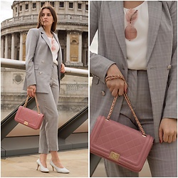 Anna -  - City look in checked suit