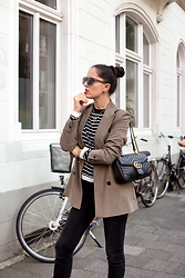 The Day Dreamings - Zara Blazer, Gucci Bag, Triwa Glasses, Zara Skinny Jeans - Khaki and stripes