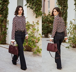 Aria -  - Flare jeans and retro blouse