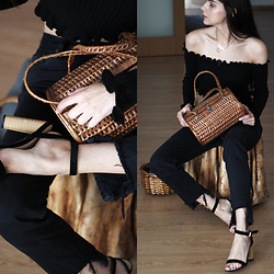 CLAUDIA Holynights - In The Style Knit Off Shoulder Top, Shuzee Shoes - Knit and straw