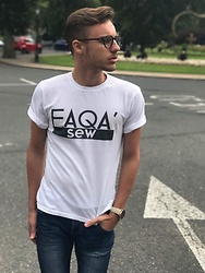 Kyle Magri - Ray Ban Optical Glasses, Parascandalo Tee, Colton James Watch - Casual fit !