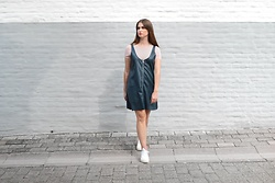 Sofie Rome - Zara Dungaree Dress, H&M Pink T Shirt, New Balance Sneakers Crt300 - Indian Summer