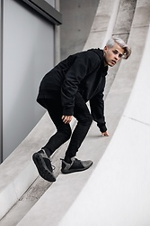 Kevin Elezaj - Timberland Sneakers, Tigha Jeans, Urban Outfitters Sweater - Flyroam