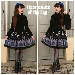 Yumi E.G. - Alice And The Pirates Vampire Requiem, Triple Fortune Blue Roses Tights, Naf Ribbons Heels - Blue roses
