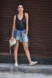 Silvia Henz - Suede Blue Blouse, Ray Ban Round Sun Glasses, Gucci White Soho Bag, Levi's® Destroyed Jeans Shorts, Converse White, Jeans Jacket - Street destroyed style