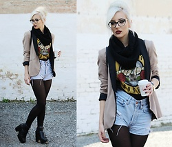 Emilyx Antidotex - Guess Cateye Glasses, Guns N' Roses Band T Shirt, Big Star Vintage Shorts, Zara Blazer - Everybody needs some time on their own