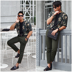 CARLZENO Zeno - Luxemono Sonder Clutch, Versace Medusa Belt, Zara Green Floral Shirt, Uniqlo Ankle Pants, Zara Leather Sandal, Ray Ban Folding Wayfarers - Wear your Greens
