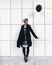 Tasha Yun - H&M Cardigan, H&M Tunic, Bershka Cop Top, Pull & Bear Sneakers - Black balloon
