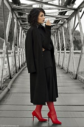 Ellone Andreea - H&M Wool Coat, Calzedonia Stockings, Mohito Oversized Turtleneck, Second Hand Pleated Culottes, Mango Asymmetric Earring, Bershka Red Heels - Fire Walk With Me