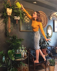 Monica Graves - Brown Cat Eye Glasses, Ida Fashion Golden Stretch Turtleneck, Iris Jeans Acid Wash Jean Skirt - Vintage housewife