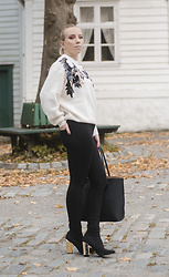 Amalie Samuelsen - H&M Sweater, Gina Tricot Black Denim Jeans, Missguided Goldenheel Sockboot, H&M Basic Purse - Diva walking by