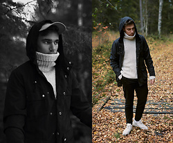 Andreas Sundbom - Weekday Jacker, H&M Turtleneck, Samsøe & Chinos, Nike Sneakers - Autumn