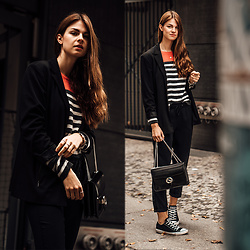 Jacky - Gucci Bag, Reserved Pants, Converse Chucks - Striped sweater and black blazer