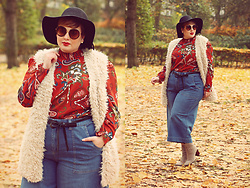Luciana Blümlein - Sheego Vest, Sheego Blouse, Sheego Denim Culottes, Tamaris Boots, H&M Hat, Dior Earrings, Jeepers Peepers Sunglasses - • Fall Denim •