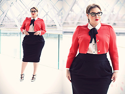 Luciana Blümlein - Emilio Pucci Blazer, Happy Size Blouse, Beth Ditto Skirt, Valentino Pumps, Prada Glasses, Dior Earrings - • Business •