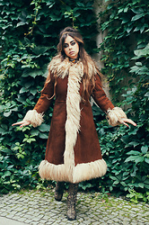 Muzzy Stardust - Vintage Boots, Fantasia Superstar Vintage 1960's Shearling Coat - 60s ✯