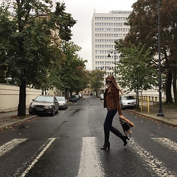 Luiza Muszyńska - Mohito Black Boots, Esmara By Heidi Klum Leather Jacket, Quay Sunglasses - Walking through rainy autumn