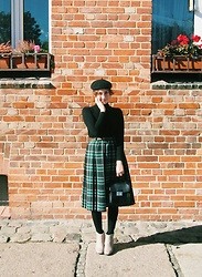 Weronika W - H&M Black Beret, Zara Black Turtleneck, Thrifted Green Tartan Skirt, Faux Fur Bag - Albertine