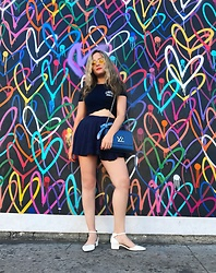 Stephany Salomon - Aldo Flats, Louis Vuitton Blue Bag, Brandy Melville Usa Crew Navy Blue Tshirt, Urban Outfitters Yellow Sunnies - ?
