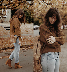 Tonya S. - Madewell Cozy Sweater, Vintage Levis, Free People Cecile Ankle Boot - Sweater Weather