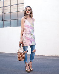 Elizabeth Lee (Stylewich) - Staud Moreau Bucket Bag, Marc Jacobs Lust Platform Sandals, Ray Ban Ray Ban Oval Sunglasses - Transitions
