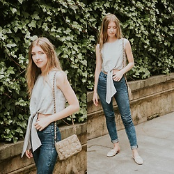 Alba Granda - Metisu Crop Top, H&M Jeans, Blanco Bag, Ulanka Moccasin - Grey Bow