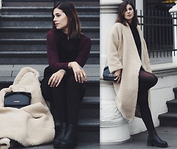 Nina Wirths - Monki Turtleneck, Monki Latzkleid, Monki Coat, Moschino Bag, Asos Boots, Asos Tights - My fav coat