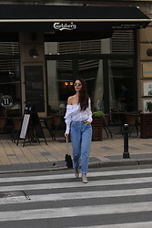 Jelena - H&M White Shirt, Levi's® Mom Jeans, Zara Ankle Boots, Ray Ban Round Sunglasses - Statement pieces