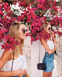 Anna Pauliina -  - CASUAL LOOK FOR WANDERING AROUND OÍA TOWN