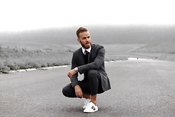 Bernd Hower - Tiger Of Sweden Suit, Eterna Shirt, Gucci Sneakers - Casual Suit