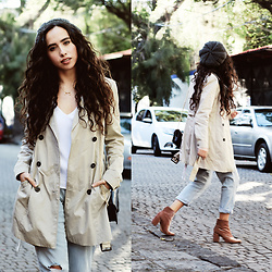 Attalia DASBEL - Zara Trench, Levi's® Mom Jeans, Zara Velvet Boots, Lob Beret - KEY PIECES FOR FALL