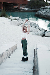 Daniella Robins - Topshop Trousers, Urban Outfitters Top - Bahama Travel Tales: Beautiful Views & Colourful Walls