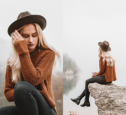 Alicia Simonič - Miša Habot Brown Wool Hat, H&M Brown Grandma Sweater, H&M Black Jeans - Bhnj
