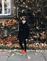 Alex Boyko - Stüssy Snapback, Zara Coat, Pull & Bear Pants, Nike Free Run - Magic October