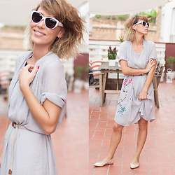 Núria Juangran - Fashion Mia Dress, Sfera Flat, Nuups Jewelry - GreyDress
