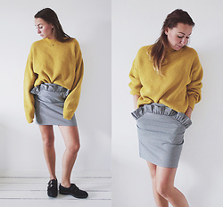 Magna G. -  - Mustard yellow knitwear and grey checkered skirt