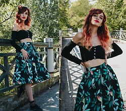 Kalliopi Lyviaki - Leaf And Birds Print Skirt, Button Up Off Shoulder Cropped Top, Fish Mesh Side Bowknot Embellished Ankle Socks - Love & War