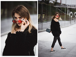Anna Hasiak - Mohito Furry Jacket, Zara Metallic Bag, Bershka Mom Jeans, Pull & Bear Pink Sunglasses - Black and pink