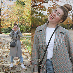 Elaine Hennings - Topshop Trenchcoat, Ralph Lauren Shirt, Fossil Bag, Ace & Tate Glasses, Pull & Bear Mom Jeans, Adidas Shoes - Checked Trenchcoat