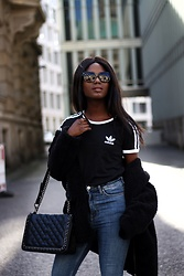 Emma Brown -  - Casual look: black Adidas Shirt