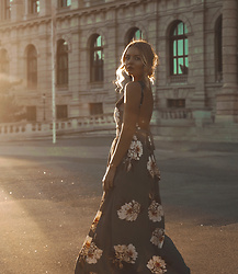Elin Hansson - Yoinsfashion Long Dress - Golden Hour
