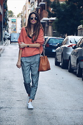 Rebeca LookForTime - H&M Sweater - Coral & gray
